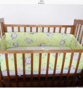 Детская кроватка с маятником