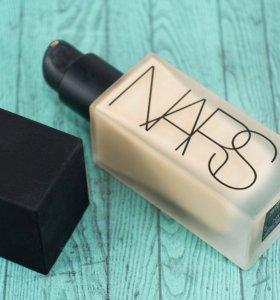 Тональный крем NARS