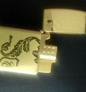 Золотая металическая зажигалка