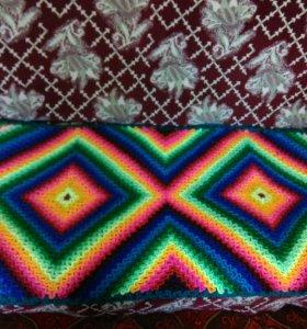 Яркий вязанный коврик