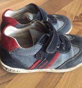 Продам кроссовки 26 размер