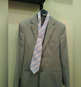 Костюм: пиджак, брюки, галстук