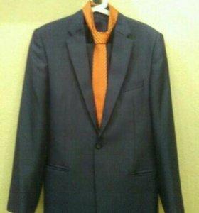 Костюм:пиджак,брюки,галстук 46-48р