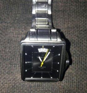 Продам часы не дорого.
