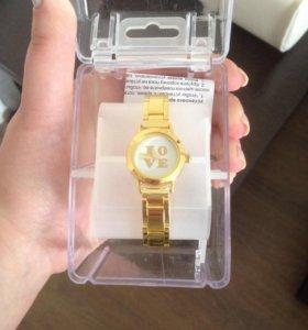 Часы новые металлические