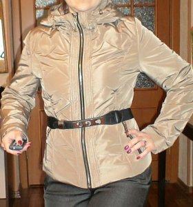 Куртка 44-46 теплая женская с капюшоном. Одежда