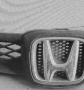 Продам решетку радиатора на Honda fit