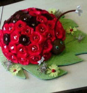 Корзины из цветов с конфетами