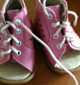 Сандалики, ботиночки для первых шагов