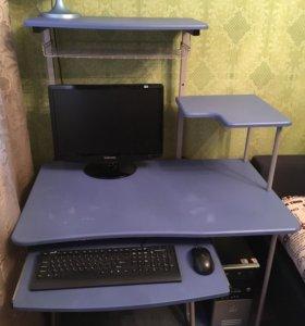 Стол и компьютер