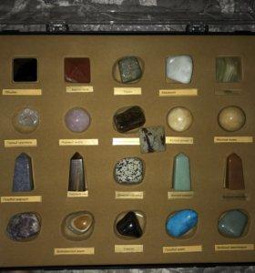 Коллекция из более 70 драгоценных камней
