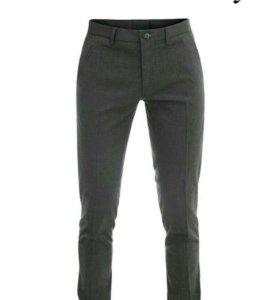 Мужские классические чуть зауженные брюки