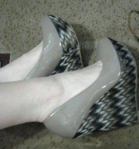 Лаковые туфли на скале