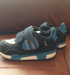Кроссовки детские Adidas ( оригинальные )23 размер