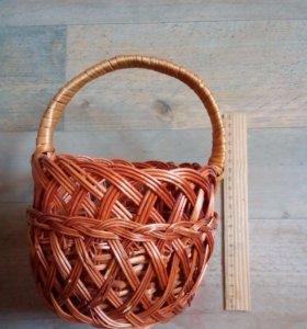 Корзинка плетеная и натурального дерева