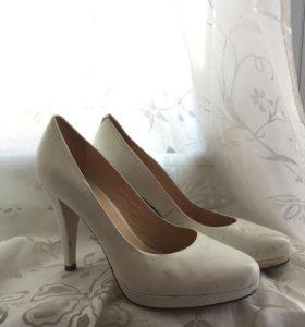 Белые кожаные туфли 39-40