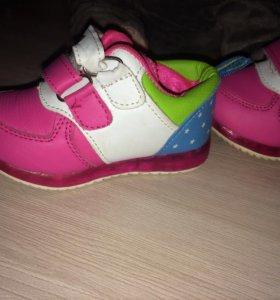 Кроссовки для девочки 21