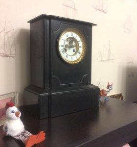 Старинные часы из мрамора