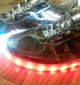 Кросовки со светящейся подошвой