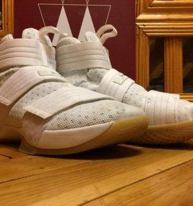 Баскетбольные кроссовки Nike Lebron Soldier 10