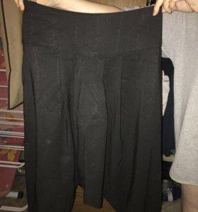 Женские брюки укорочённые на манжете (46 размер)