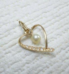 Золотой кулон сердечко с жемчужиной и фианитами