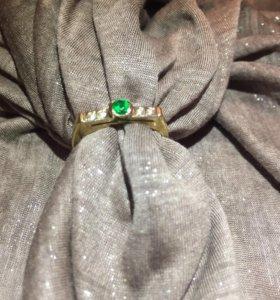 Кольцо 750 проба якутские бриллианты и изумруд