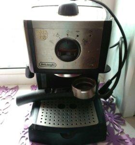 Кофеварка с капучинатором Delongh EC 252