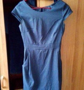 Платье с карманами.