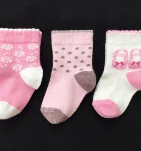 Три пары носков Mothercare, размер 1-4 месяца