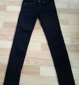 Черные джинсы H&M
