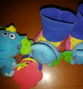 Пинетки-погремушки и игрушка