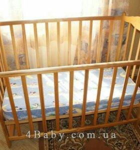 Детская кроватка с материком