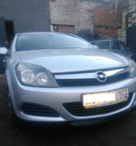 Машина Opel Astra GTC