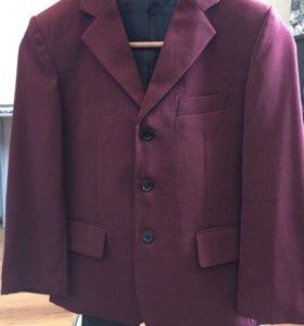 Пиджак для мальчика 8-9 лет