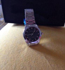 Часы новые стильные