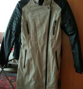 Плащ пальто из плотного джинса и кожанных рукавов