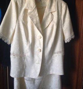 Костюм ( пиджак с коротким рукавом и юбка) р-р 54