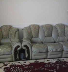 Диван складной и плюс два кресла
