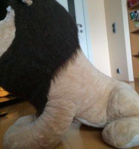 Большая плюшевая игрушка. Лев