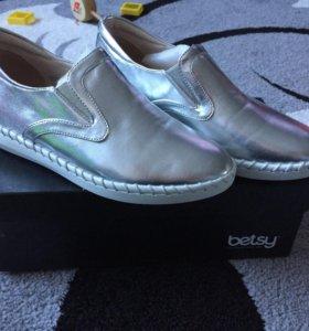 Обувь женская новая-слипоны