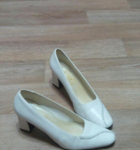 Туфли ( белые, р.38)