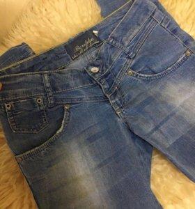 Продаю джинсы бершка