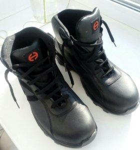 Ботинки кожанные, новые.