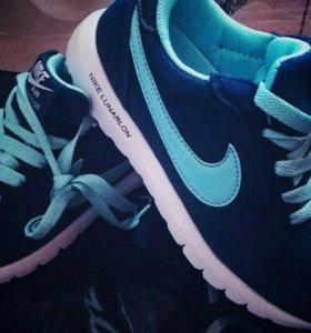 Кроссовки Nike новые.