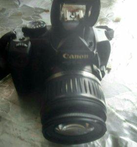 Зеркальный любительский фотоаппарат