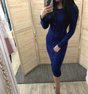 Новое платье красивого василькового цвета