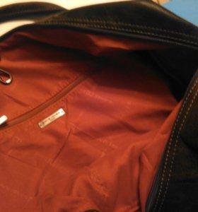 Черная дорожная спортивная сумка