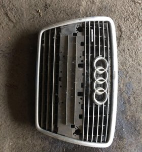 Решетка радиатора Audi A8