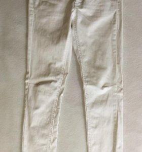 Белые джинсы MANGO